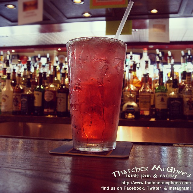 Monday is here again! Take a break from the beginning of the work week with our DRINK OF THE DAY: Apples and Oranges!#dotd #drinkoftheday #mixeddrinks